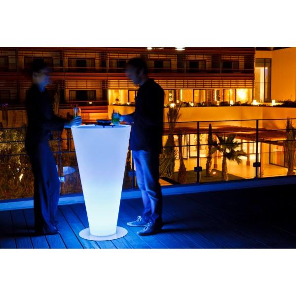Anímate con el mobiliario iluminado para hostelería